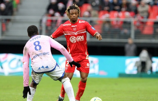 img-gaetan-bong-valenciennes-face-a-sidney-govou-evian-tg-1356275776_620_400_crop_articles-165083.jpg