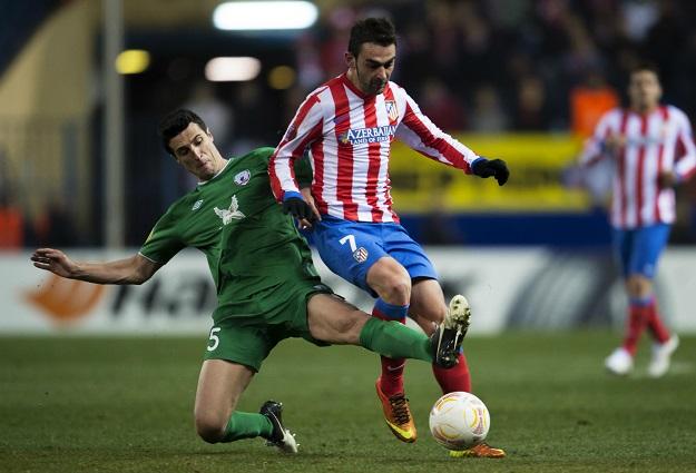 ivan-marcano-en-accion-con-adrian-lopez-en-la-uefa-europa-league.jpg