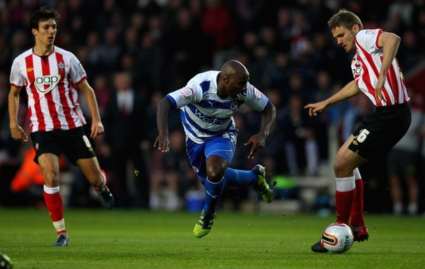jason_roberts_of_reading_in_action_against_jos_hooiveld_of_southampton_fc.jpg