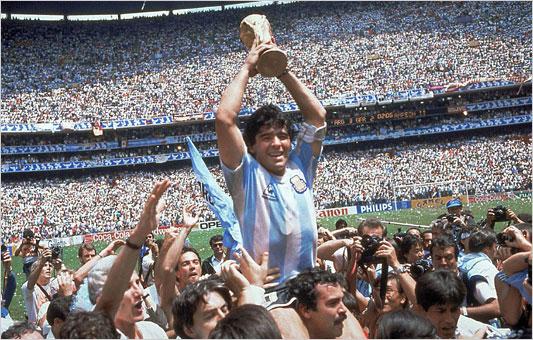 maradona.celebrate.533.jpg