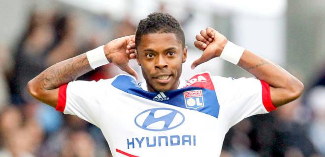 Bastos joins Schalke