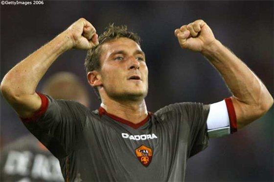 В четверг Франческо Тотти получил повреждение голени на тренировке команды