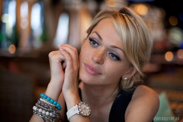 Завтра на FootballTop.ru — звезда сериала «Универ» Анна Хилькевич