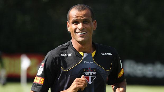 Rivaldo pens a deal with Sao Caetano