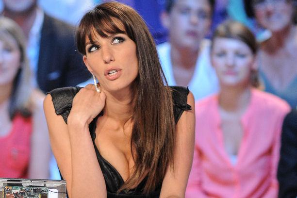 Телеведущая обещала раздеться, если французы квалифицируются на ЧМ-2014 (ФОТО)