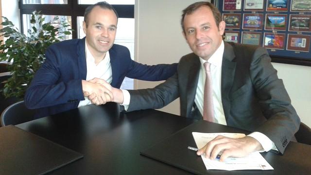 Иньеста продлил контракт с «Барселоной» до 2018 года
