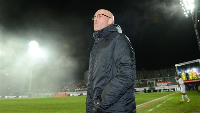 Brest dismiss coach Chauvin