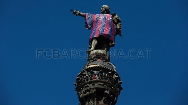 В Барселоне на памятник Колумба надели футболку «блауграны» (ФОТО)