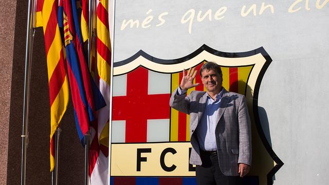 Херардо Мартино сделал традиционное фото на фоне герба «Барселоны» (ФОТО)