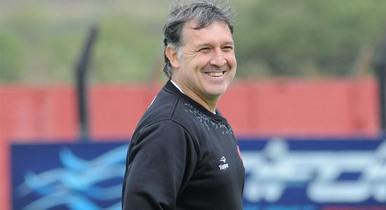 «Барселона» официально назначила главным тренером Херардо Мартино