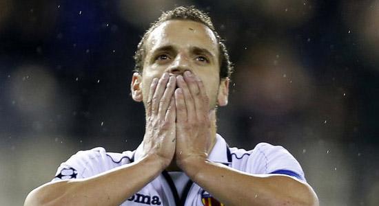 Roberto Soldado joins Tottenham Hotspur