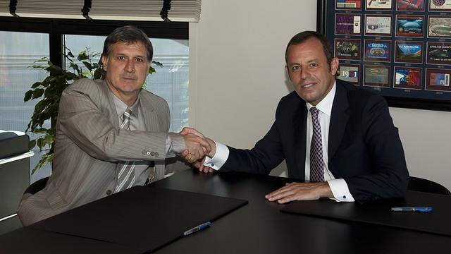 Херардо Мартино официально стал главным тренером «Барселоны» (ФОТО)