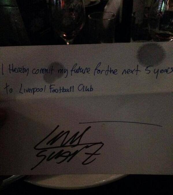 Суарес поставил подпись под пятилетним «контрактом» с «Ливерпулем» (ФОТО)