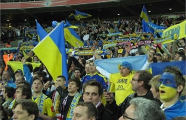 Фанатам киевского «Динамо» запретили проносить флаги Украины на матч с «ПСЖ»