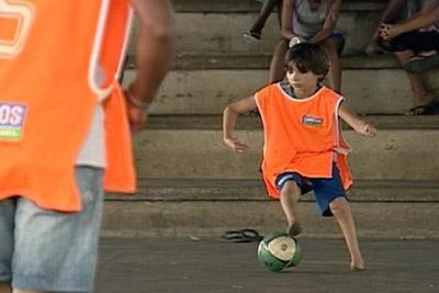 В школе «Барселоны» будет играть мальчик-инвалид