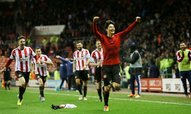Capital One Cup results: Sunderland shock Chelsea, Manchester City too strong for Leicester.
