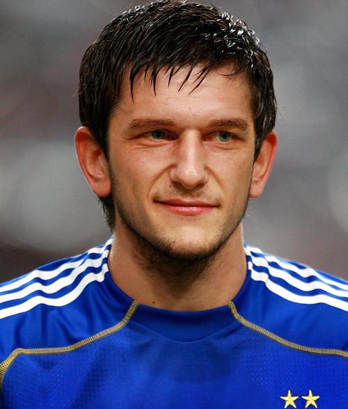 Горан Попов не хочет уезжать из Англии