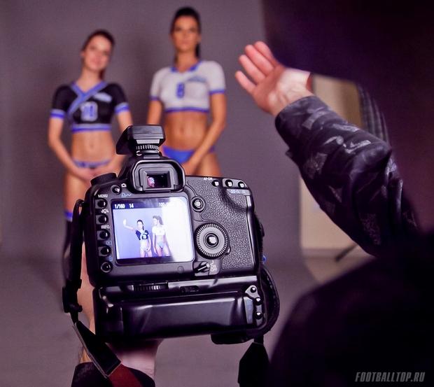 Девушки и фотоаппарат: футбол без футболок (18+)