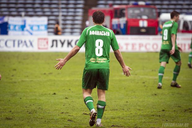 В центре внимания. Михаил Афанасьев в матче «Динамо» (Минск) — «Гомель»