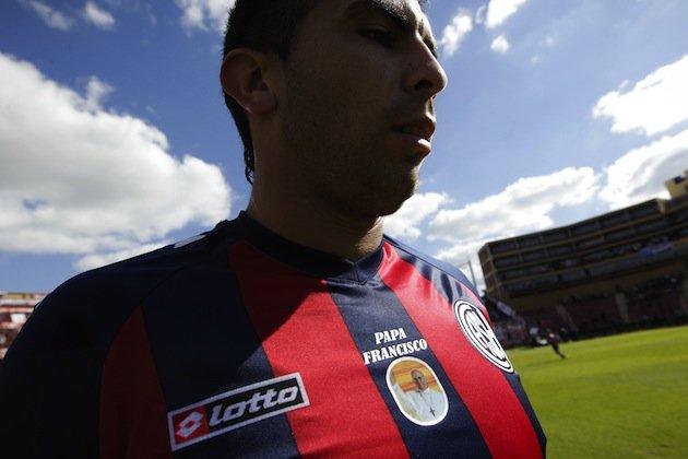 Игроки «Сан-Лоренсо» провели матч в футболках с изображением нового Папы Римского (ФОТО)