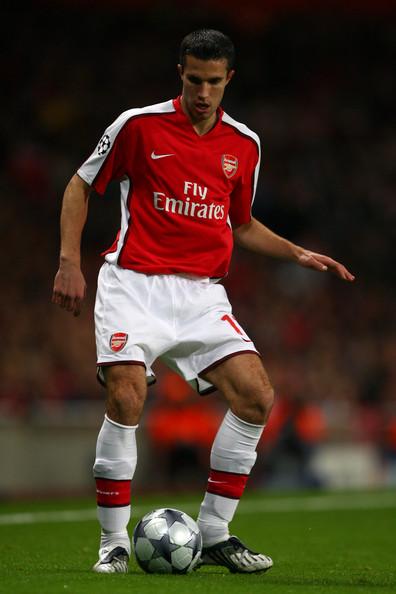 «Арсенал» пока не устраивает ни одно из предложений по ван Перси