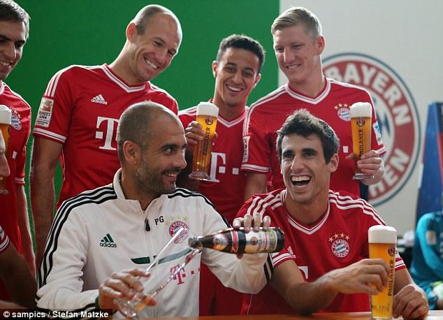 «Бавария» приняла участие в пивной фотосессии (ФОТО)
