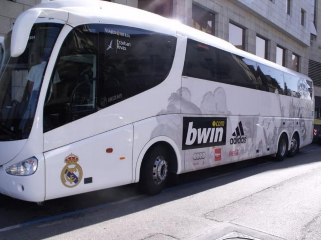 «Реалу» придется заплатить штраф за неправильную парковку автобуса возле стадиона