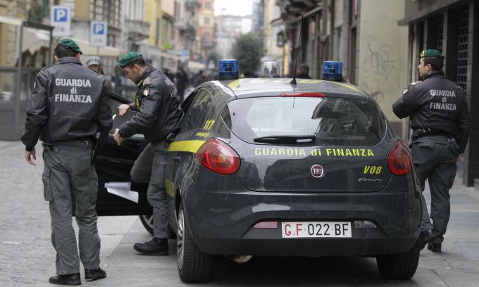Полиция проводит обыски в офисах 41 итальянского клуба. «В поисках потраченного»