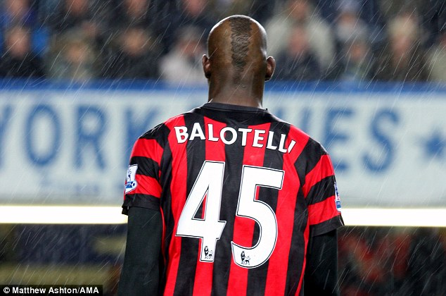 Balotelli completes switch to Milan