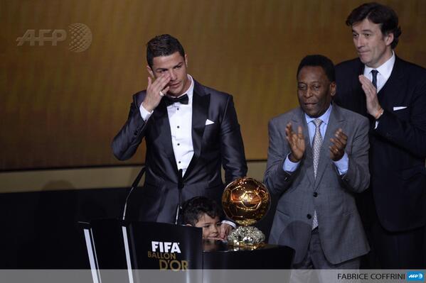 Роналду стал обладателем «Золотого мяча»-2013