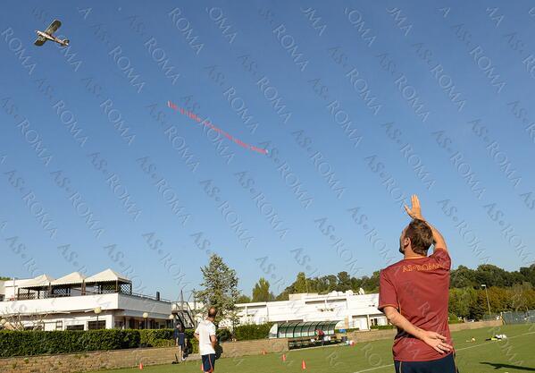 «Рома» поздравила Франческо Тотти с 37-летием с помощью самолета (ФОТО)
