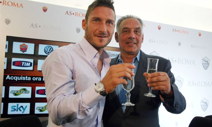 Франческо Тотти продлил контракт до 2016 года (ФОТО)
