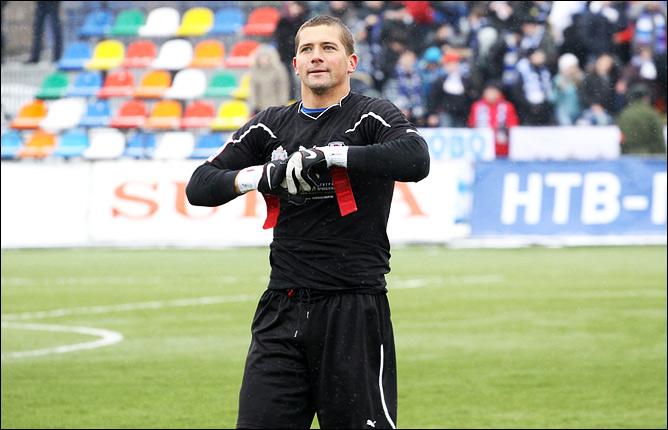 «Анжи» объявил о трансфере вратаря «Волги» Михаила Кержакова