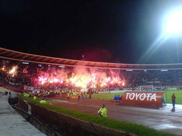 Стадионы «Партизана» и «Црвены Звезды» дисквалифицированы за беспорядки, устроенные фанатами на дерби