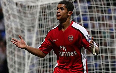 Denilson leaves Arsenal on mutual consent