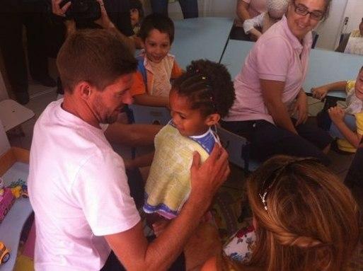 Джеррард навестил детский дом в Португалии (ФОТО)