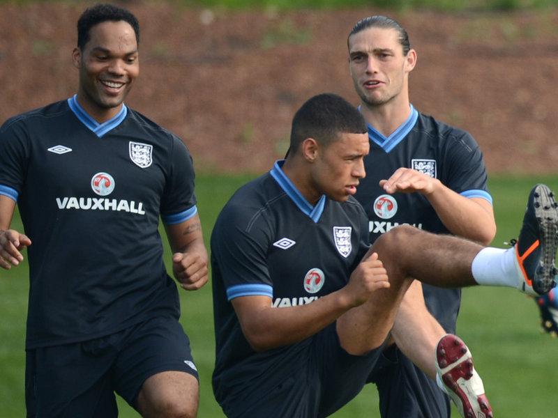 Вместо травмированного Окслейда-Чемберлена в сборную Англии вызван Лескотт