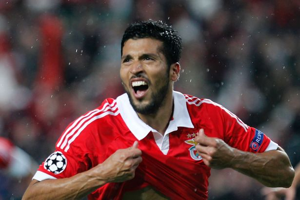 Man United close to signing Benfica Garay
