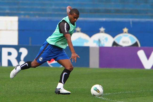 Gremio midfielder Fernando to join Napoli