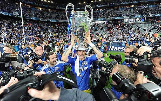 Наконец Когда Чемпионов Лигу Выиграл Челси мчался ним туннелю