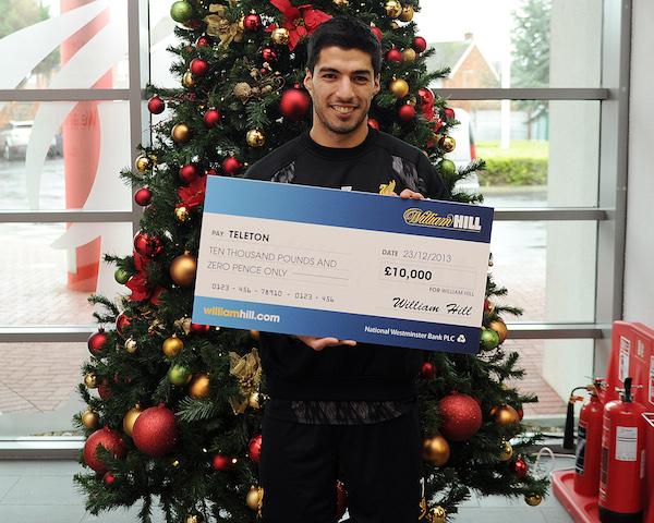 Суарес пожертвовал премию за звание лучшего футболиста года в благотворительный фонд (ФОТО)