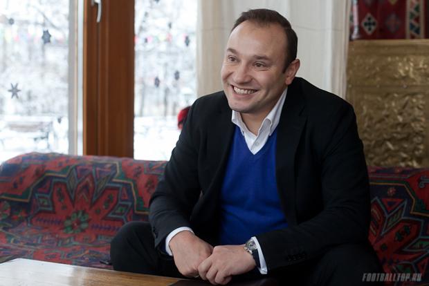 Комментаторская будка. Константин Генич: «Получаешь 5 тысяч евро, а предлагают 50 — ты откажешься?»