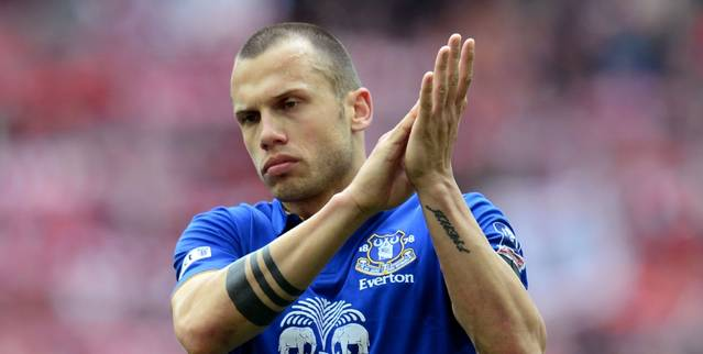 Everton Heitinga considers leaving the club