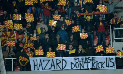 Македонские фанаты вывесили баннер с надписью: «Азар, не бей нас» (ФОТО)