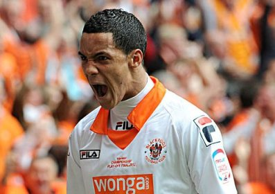 Reading step up the chase for Blackpool Ince