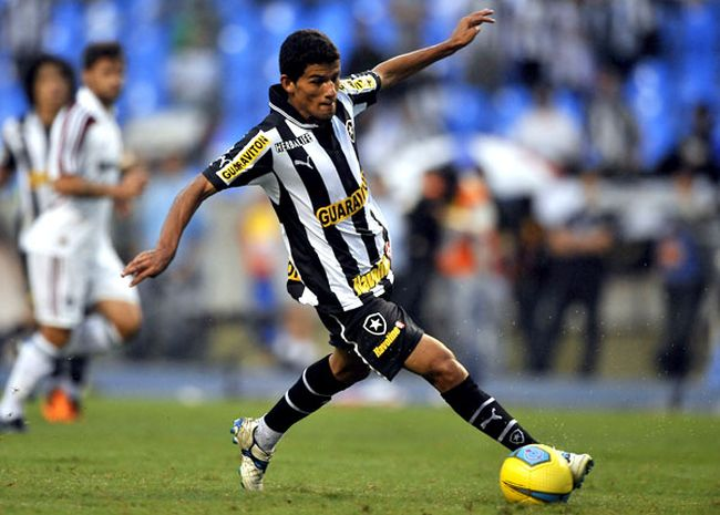 Latest transfer rumours: Jadson moves to Udinese