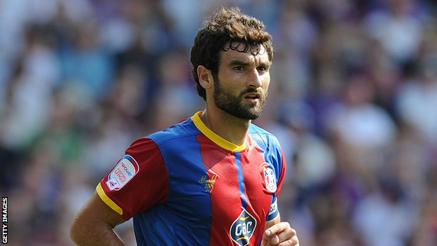 Stoke to bid for Crystal Palace Jedinak
