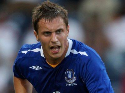 Everton extend Jagielka deal