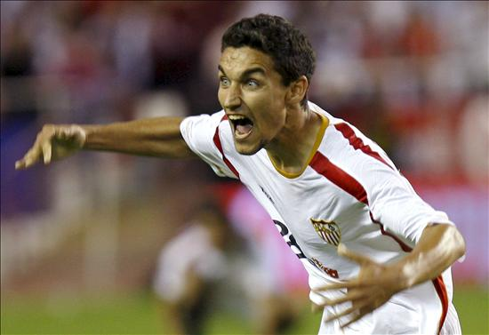 Sevilla's Navas flattered by Man City link