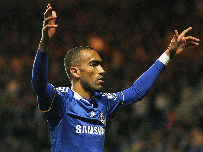 Jose Bosingwa completes the deal with QPR